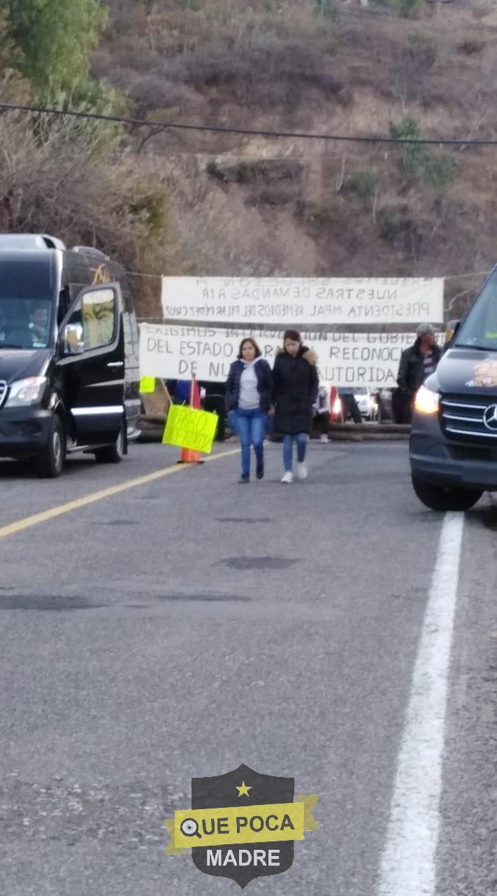 Bloquean carretera en Oaxaca para exigir reconocimiento de un municipio.