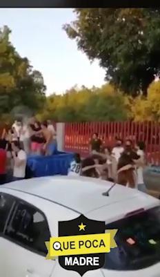 En plena pandemia, estudiantes arman fiesta por graduación en León.