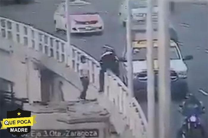 Policía impide que joven se arroje de un puente en la CDMX.