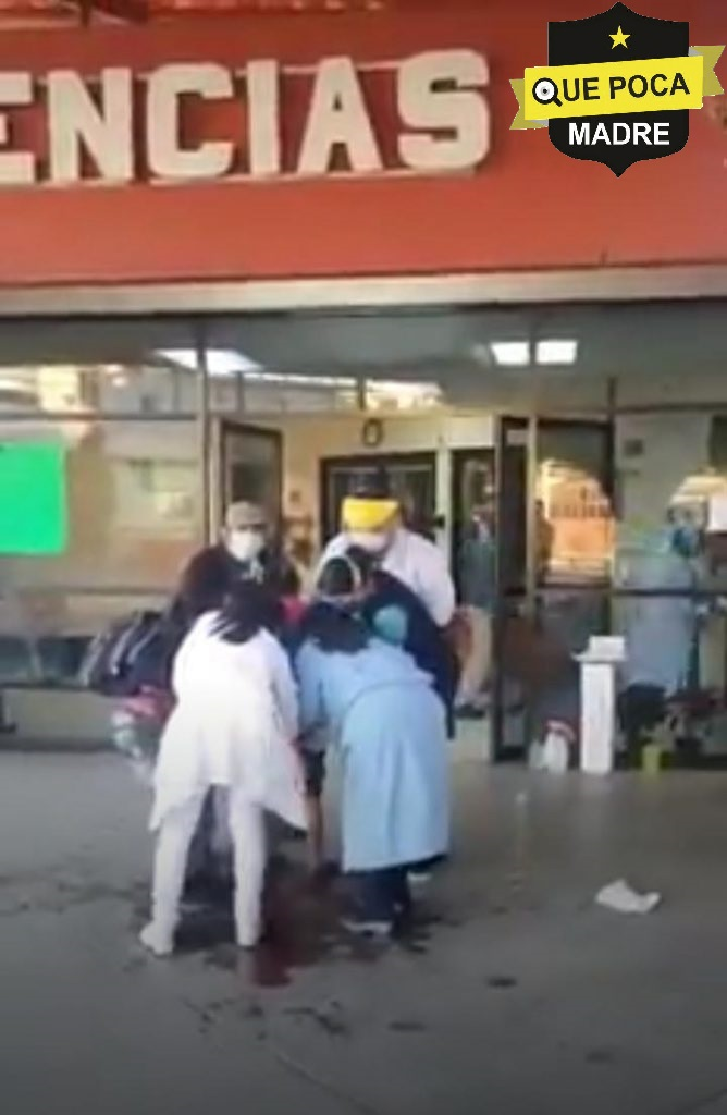 Mujer da a luz afuera de hospital en Oaxaca y su bebé cae al piso.